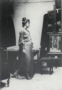 Lucie in haar atelier te Oosterbeek