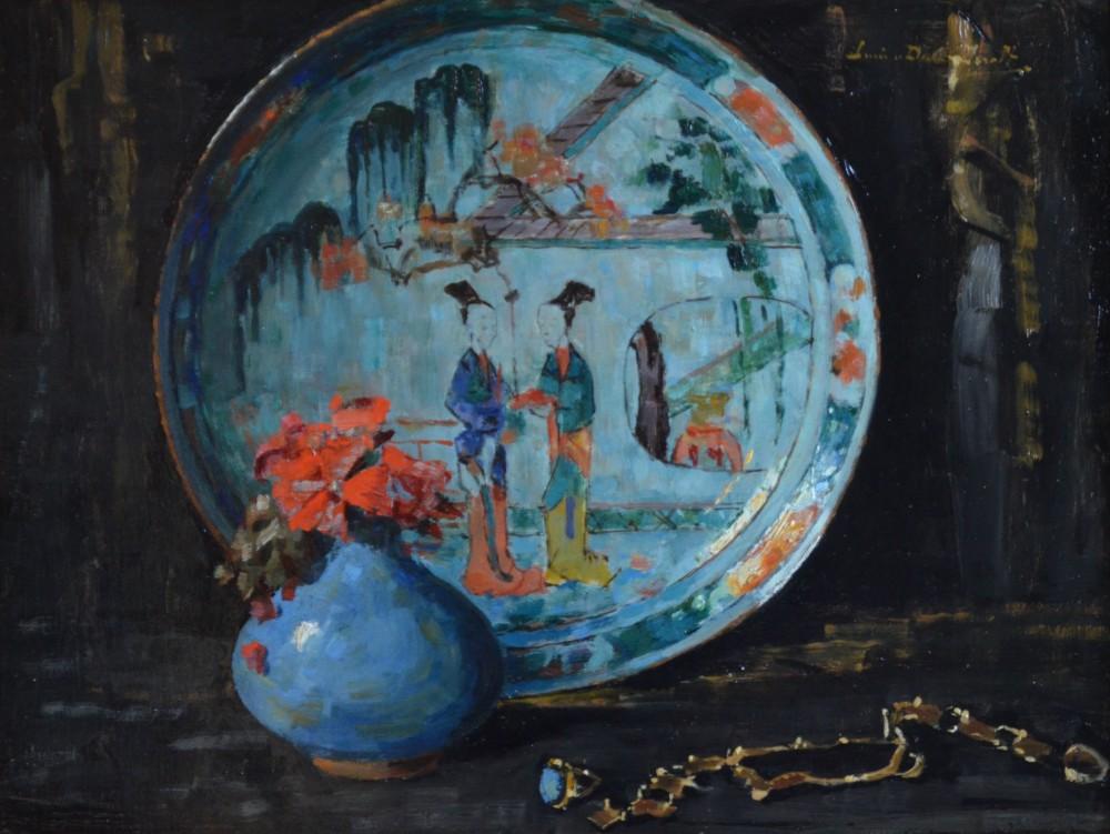 Stilleven met bloemen, een Chinees bord en juwelen door Lucie van Dam van Isselt