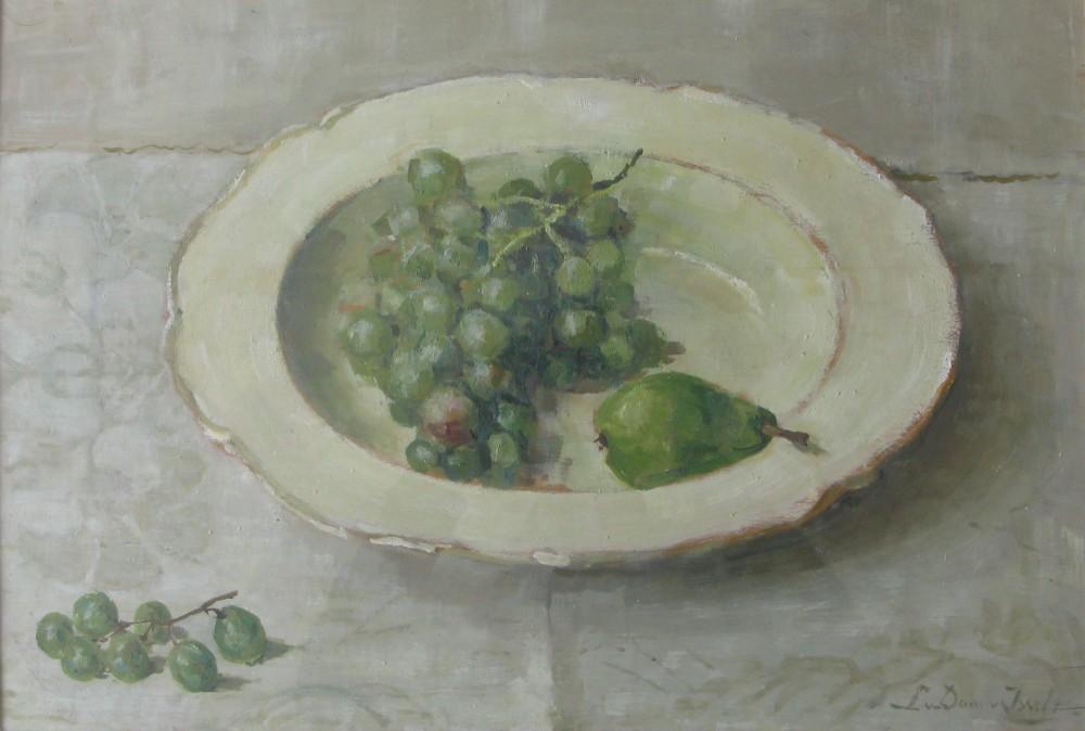 Druiven en peer op bord (1925-1930) door Lucie van Dam van Isselt