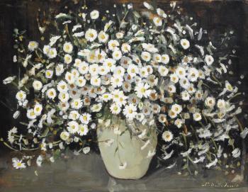 Margrieten in witte vaas door Lucie van Dam van Isselt