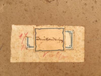 Etiket achterzijde Duizendschoon door Lucie van Dam van Isselt